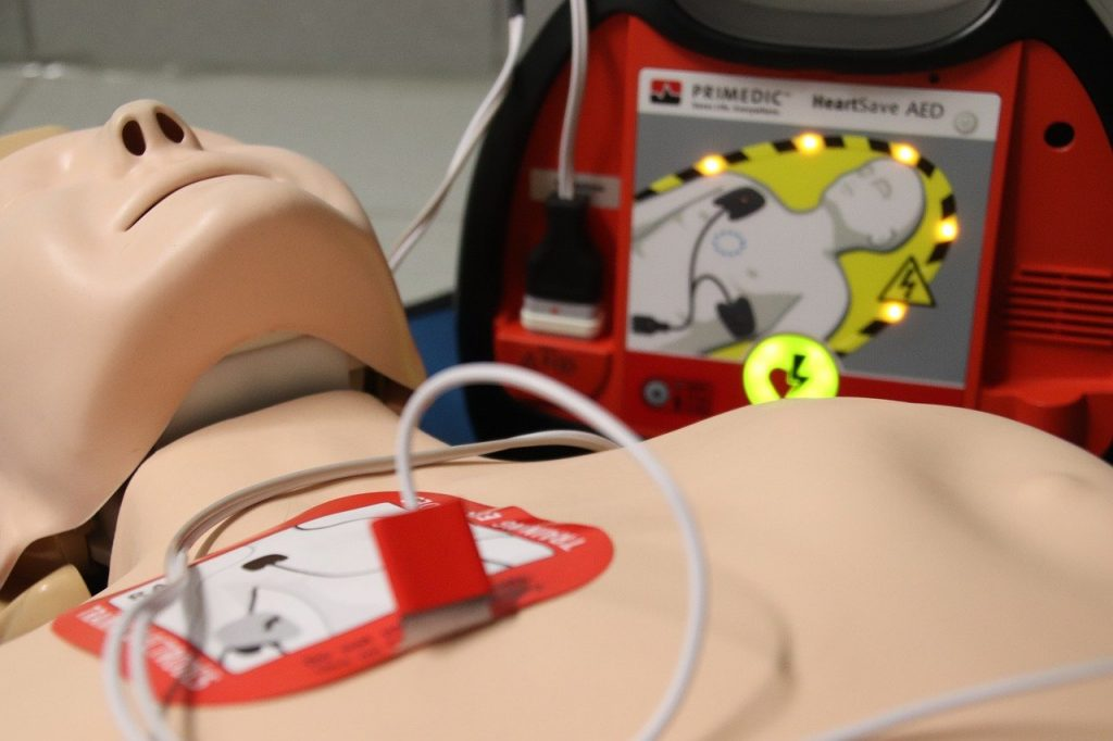 First aid manikin and AED